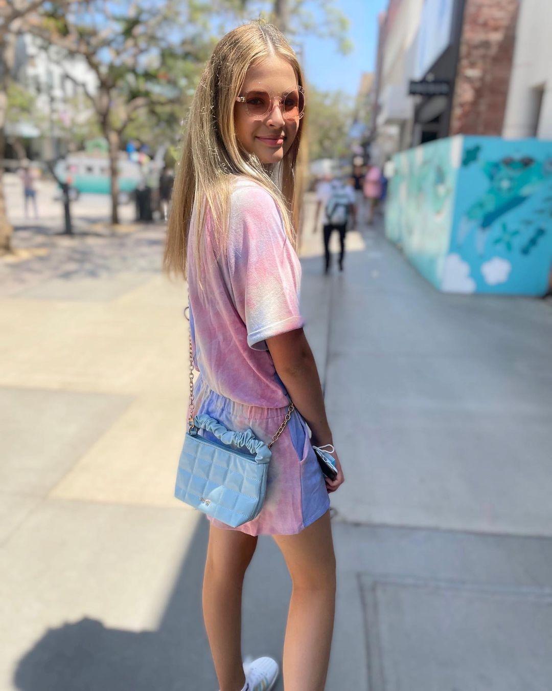 Lexia-Hayden-Wallpapers-Insta-Fit-Bio-14
