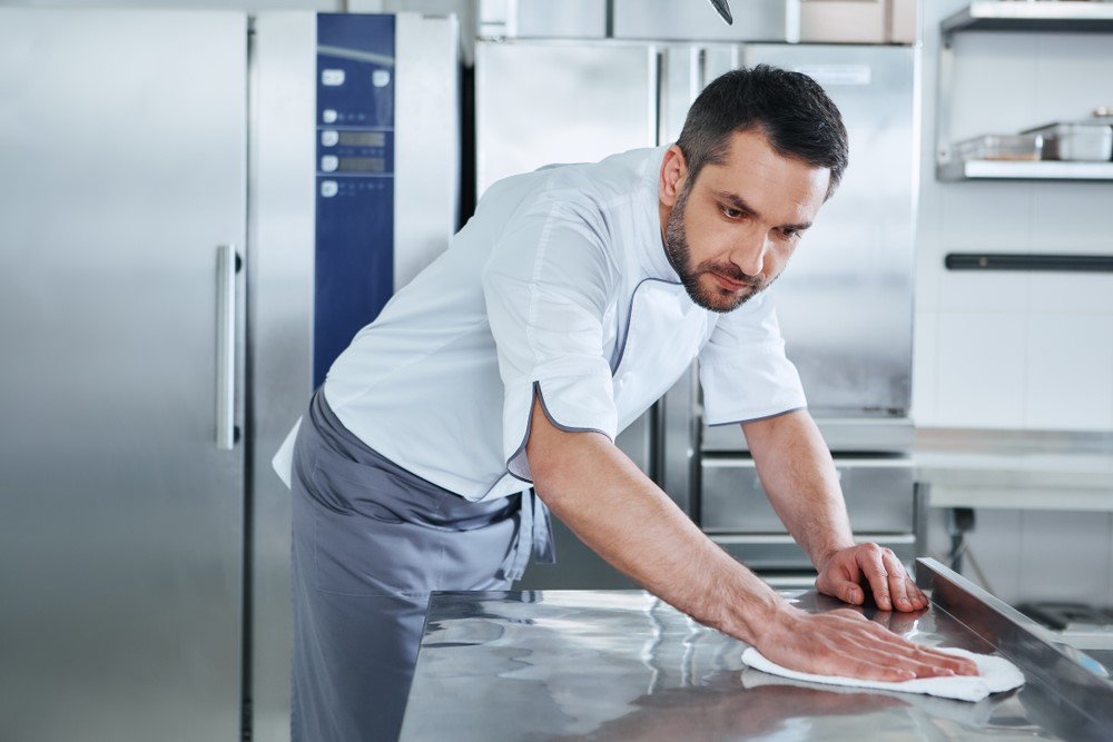 A-Complete-Cleaning-Checklist-for-New-Restaurant-Owners