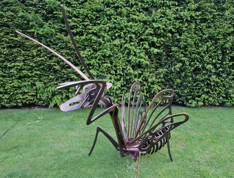 Praying Mantis garden art display 3