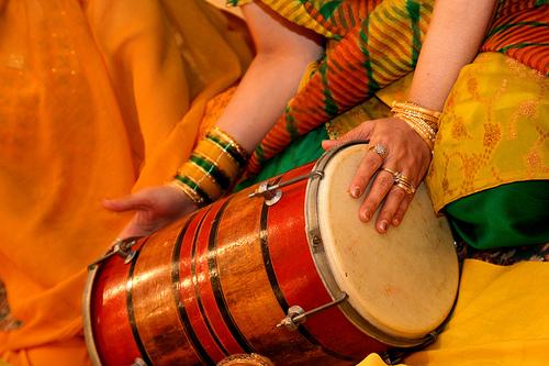 [Image: bride-dholak-2.jpg]