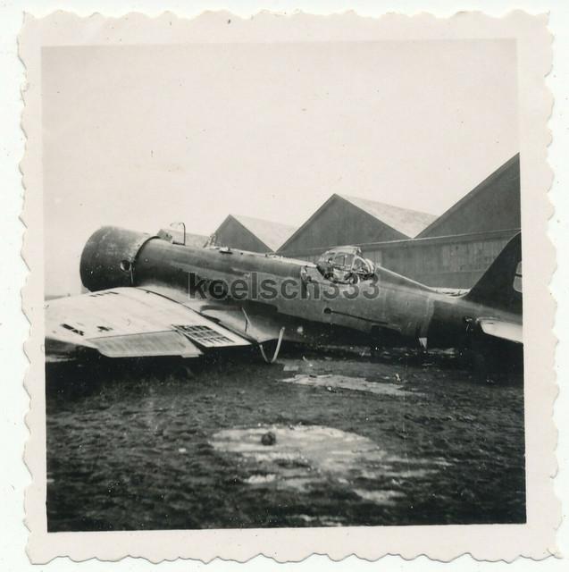 Foto-russisches-Zerst-rer-Flugzeug-Wrack-auf-einem-Flughafen