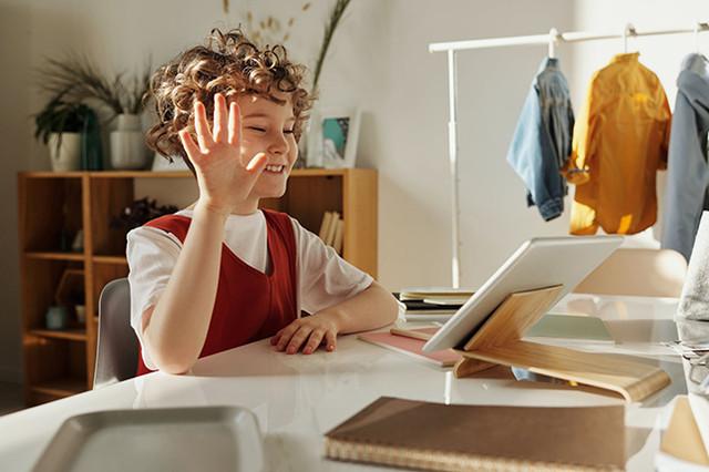 child-waving-at-laptop