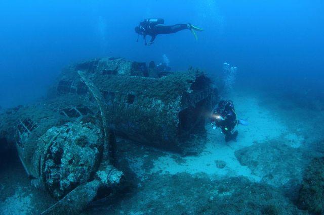 American bomber B-17 at a depth of 17 meters