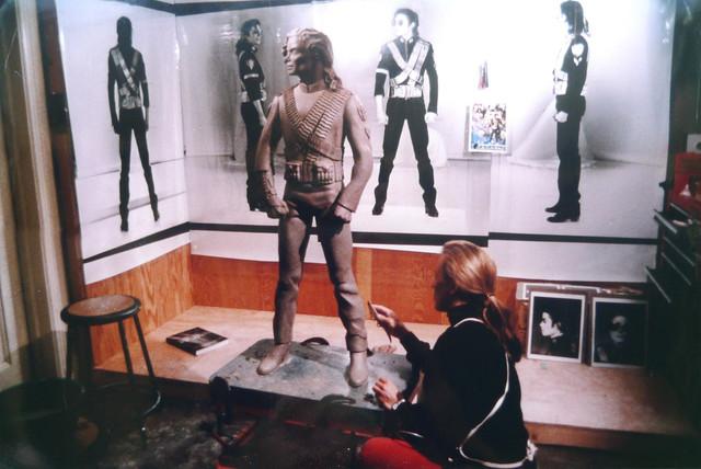 Michael-Jackson-HIStory-Statue
