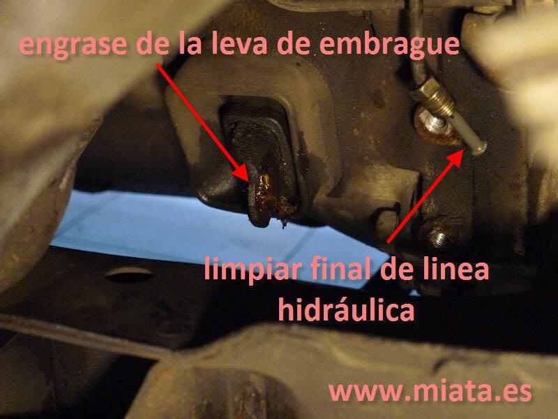 TUTORIAL DE COMO CAMBIAR EL EMPUJADOR HIDRAULICO DE LA LEVA DEL EMBRAGUE DEL MX-5/MIATA. 012