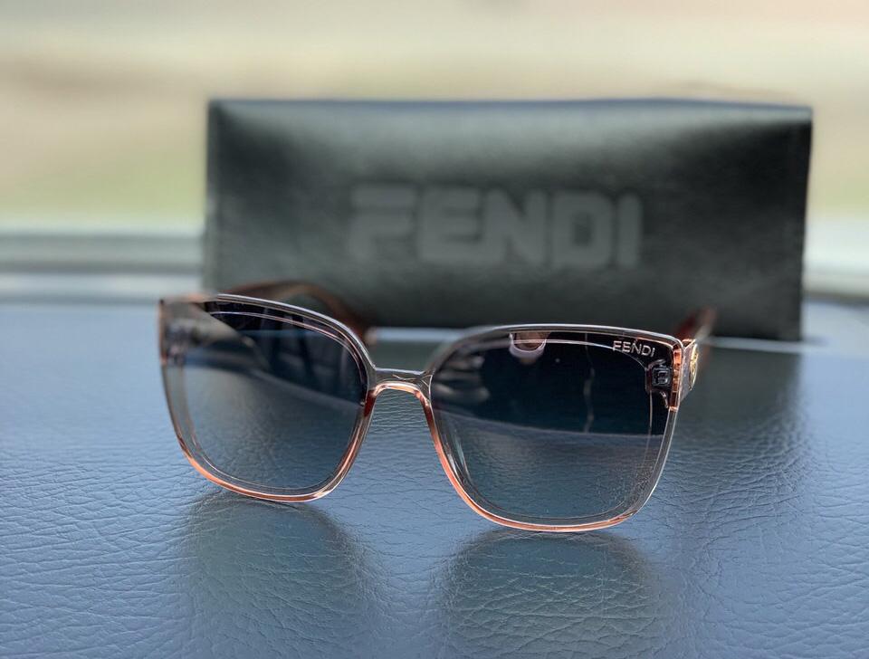 Очки женские Fendi