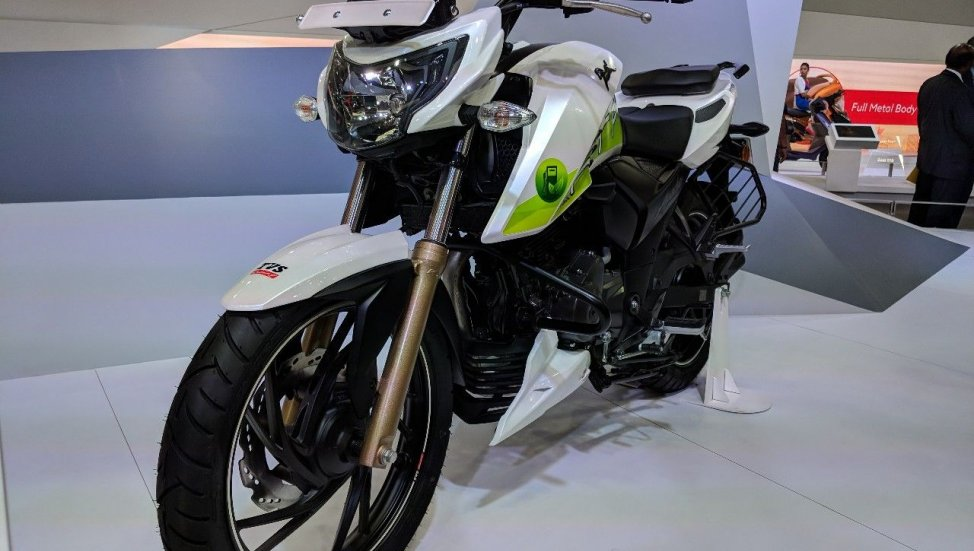 TVS-Apache-RTR-200-Fi-Ethanol-front-left-quarter-at-2018-Auto-Expo-1