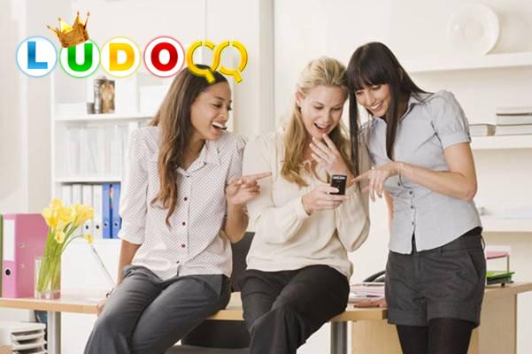 Berikut Inilah 6 Zodiak yang Hobi Bergosip di Tempat Kerja