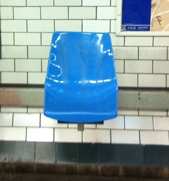 https://i.ibb.co/fHSr1Qk/gerard-bouche-banc-metro.jpg