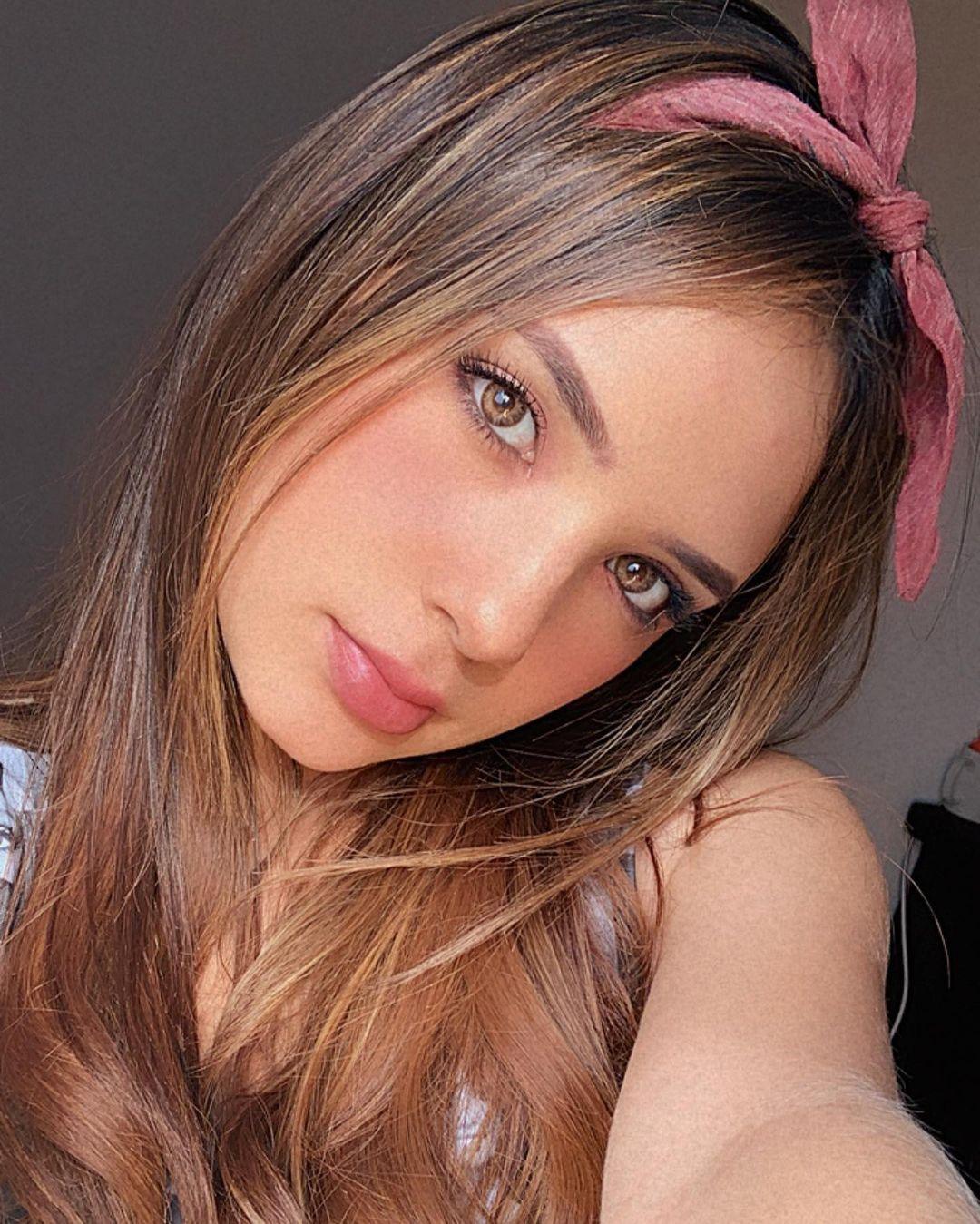 Anabel-Ramirez-Wallpapers-Insta-Fit-Bio-1