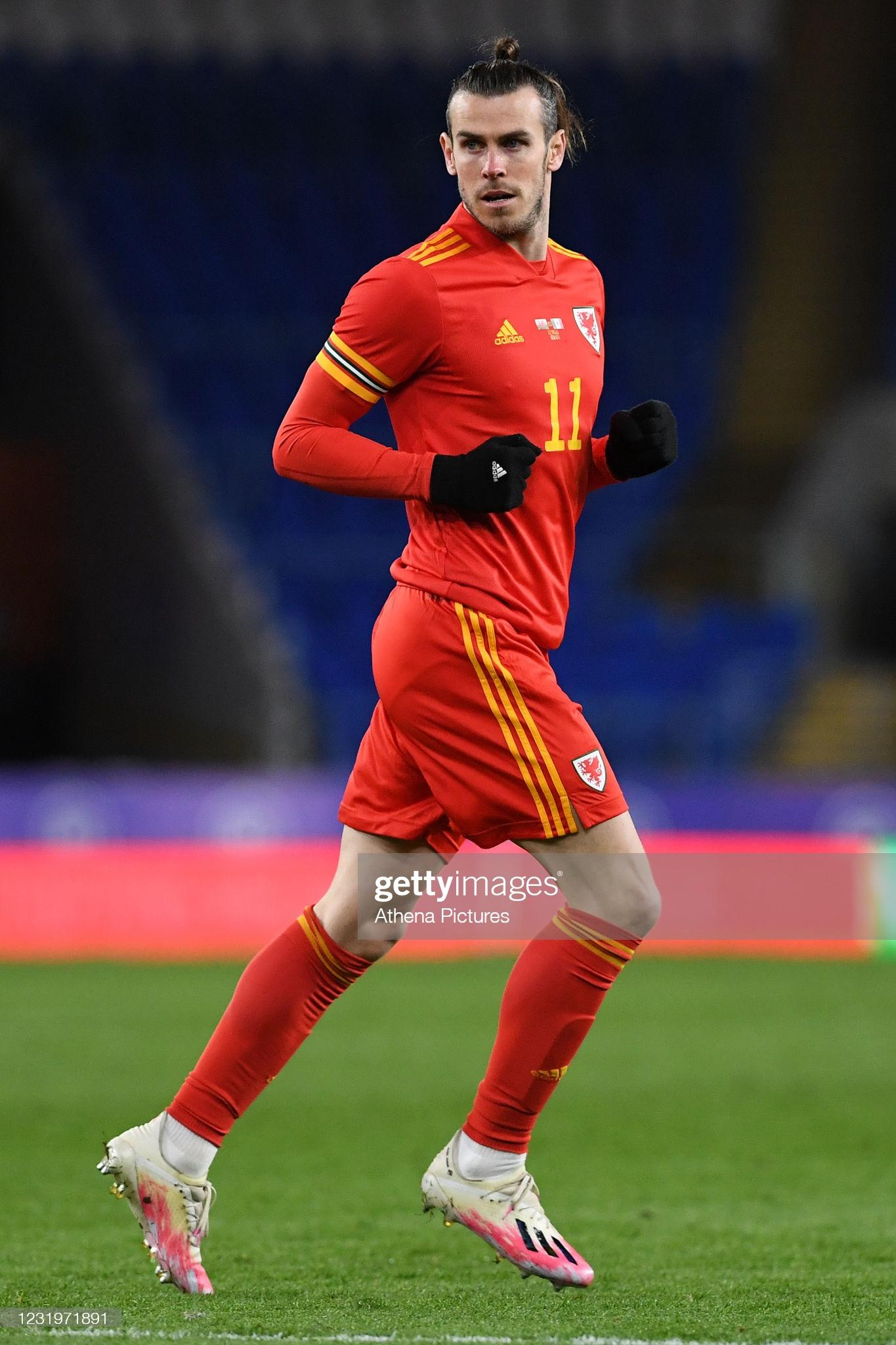 [Image: CARDIFF-WALES-MARCH-27-Gareth-Bale-of-Wa...les-an.jpg]