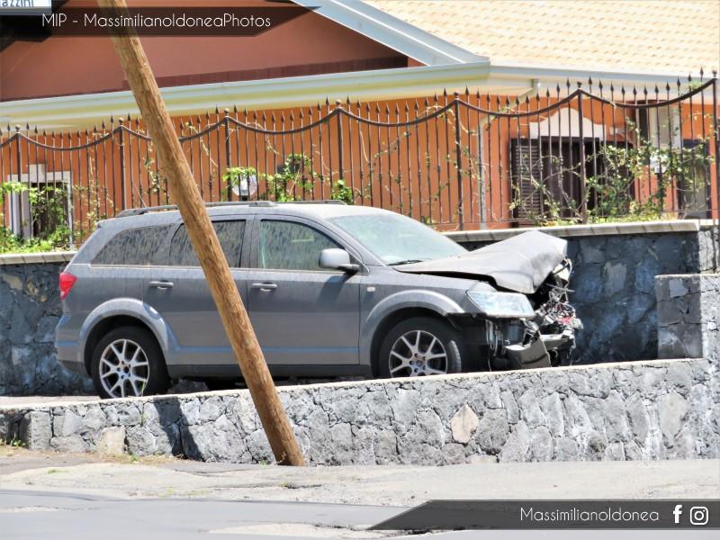 Auto Abbandonate - Pagina 12 Fiat-Freemont-1