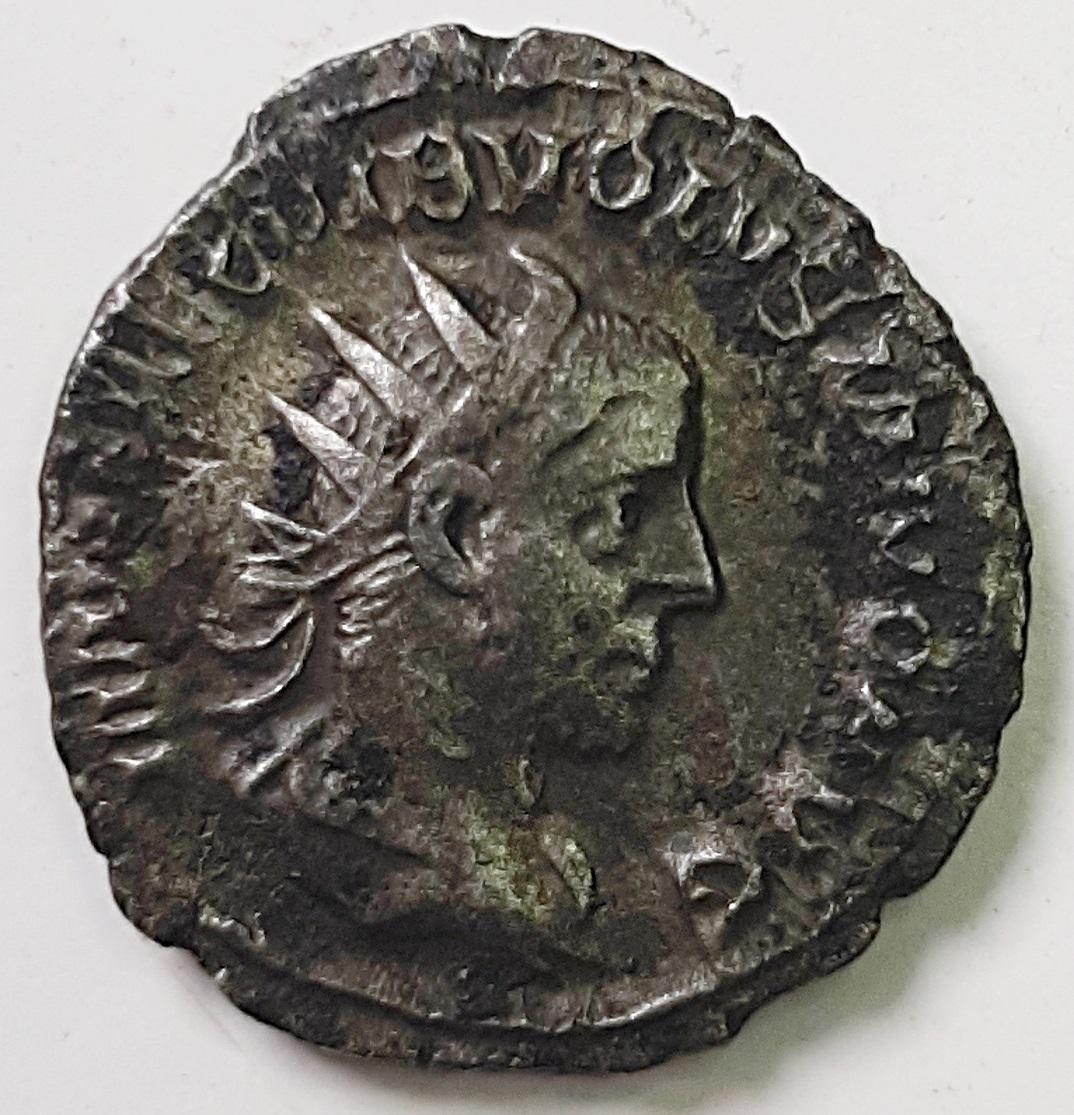 Antoniniano de Volusiano. LIBERALITAS AVGG. Roma Volusiano-Lib