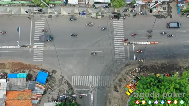 Jurus Dishub Surabaya Urai Kemacetan di Simpang Jalan Pandegiling