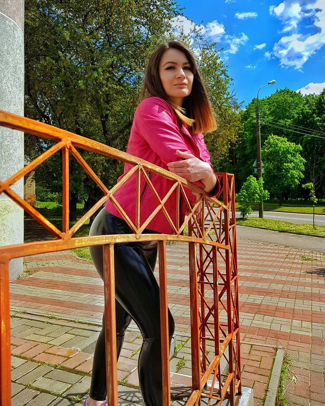 Olga-Madych-Wallpapers-Insta-Fit-Bio-16