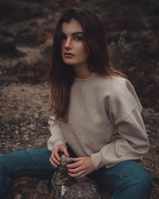 Claire-Tisn-Wallpapers-Insta-Fit-Bio-1