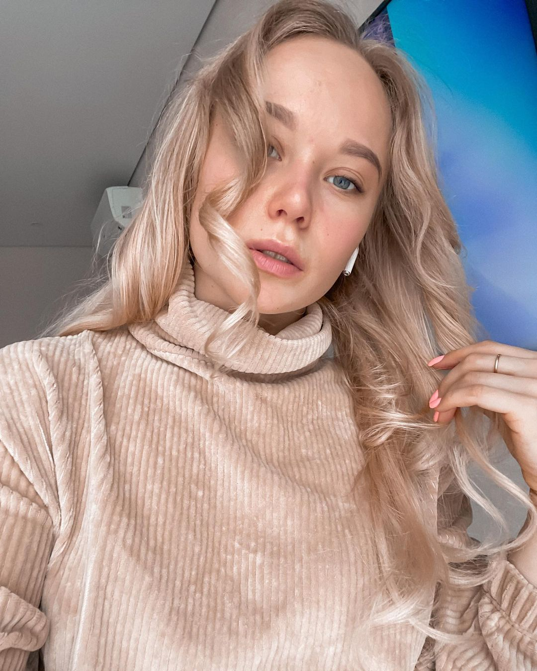 Angelina-Melnikova-Wallpapers-Insta-Fit-Bio-2