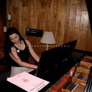 amy-piano