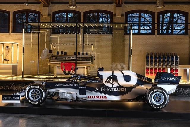 F1 2021 : La Scuderia AlphaTauri a présenté sa nouvelle Formule 1, baptisée AT02 2021-launch-gallery-scuderia-alphatauri-mobile-429x317