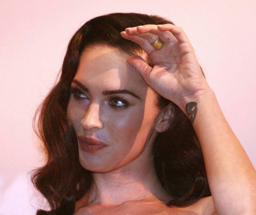 Megan-Fox-Wallpapers-Insta-Fit-Bio-6