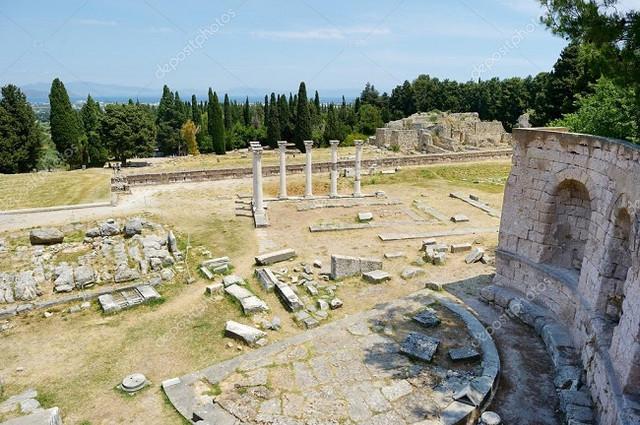 depositphotos-43458239-stock-photo-historical-ruins-of-asclepieion-on