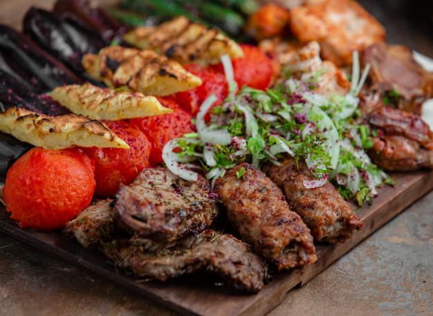 azerbaijani-lyulya-kebab-with-potatoes-vegetables-140725-908