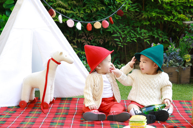 play-love-child-christmas-baby-picnic-angel-event-brothers-twins-1075661