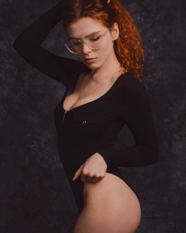Карина Силантьева в черном боди