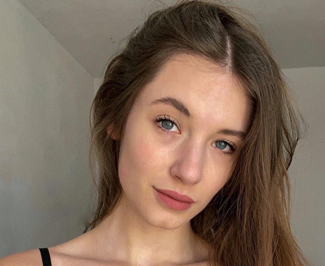 Julia-Nikola-Gauly-Wallpapers-Insta-Fit-Bio-5