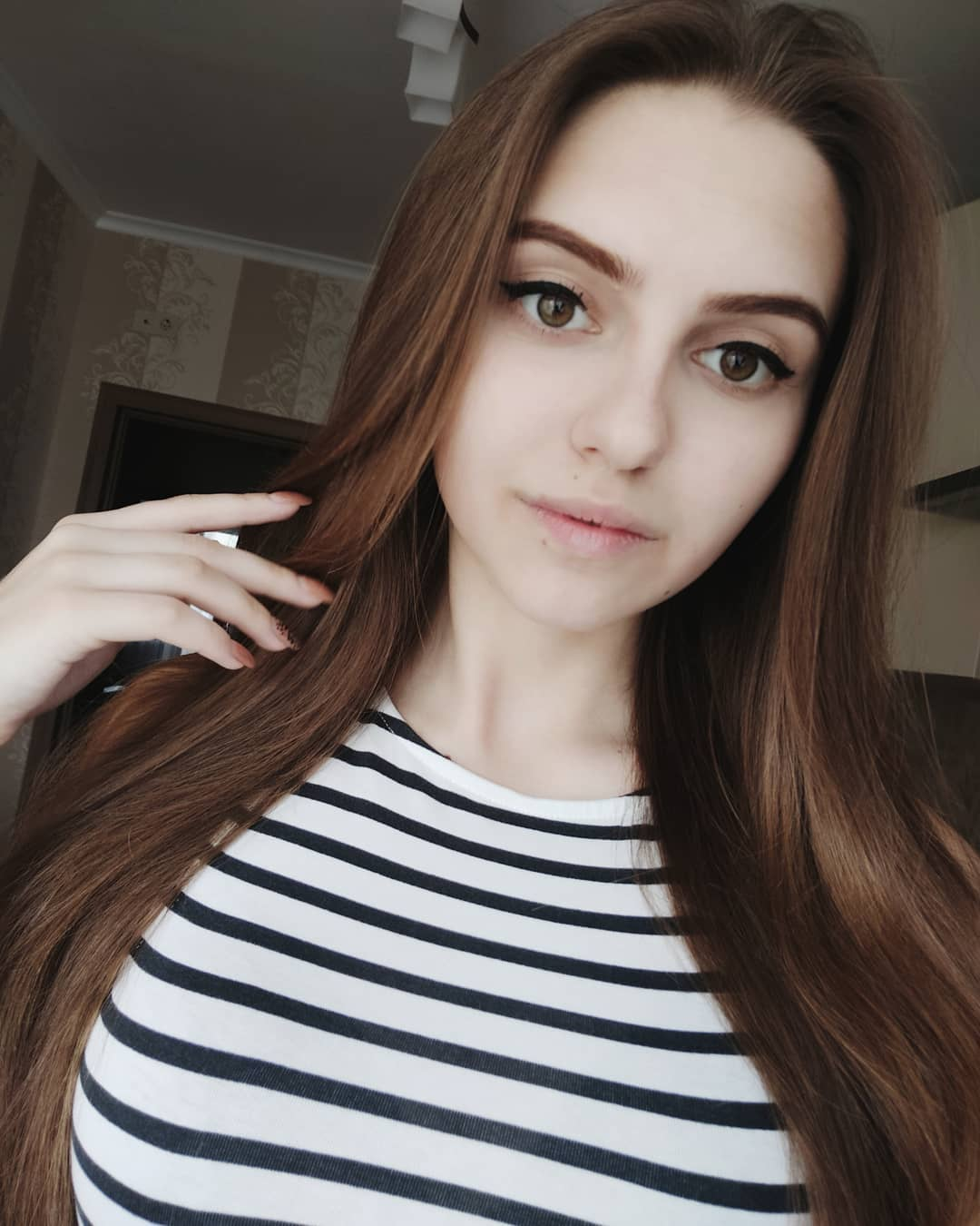 Katya-Melnyk-Wallpapers-Insta-Biography-11