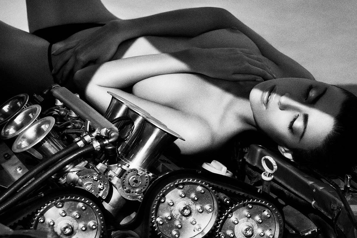 Динамичная красота в эротичных фотографиях Саймона Бродзиака 4