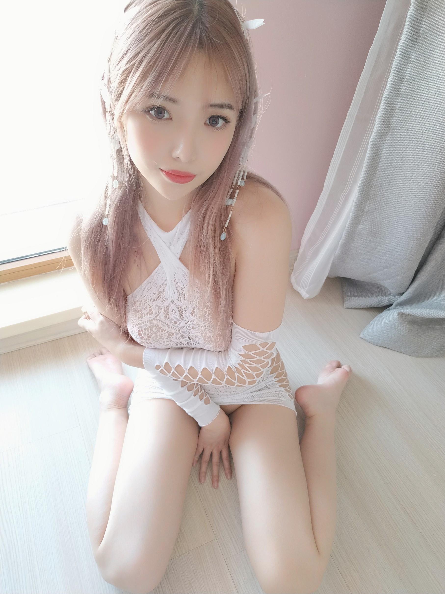 Wenmei - White butterfly selfie 027