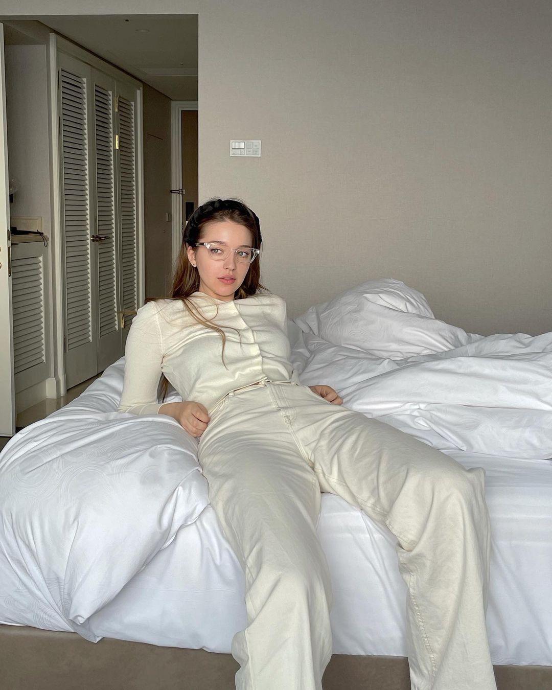 Angelina-Danilova-Wallpapers-Insta-Fit-Bio-3