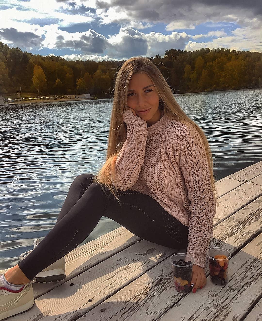 Alina-Cherepanova-Wallpapers-Insta-Fit-Bio-9
