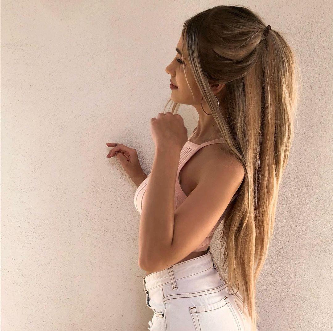Julia-Dunaj-Wallpapers-Insta-Fit-Bio-11