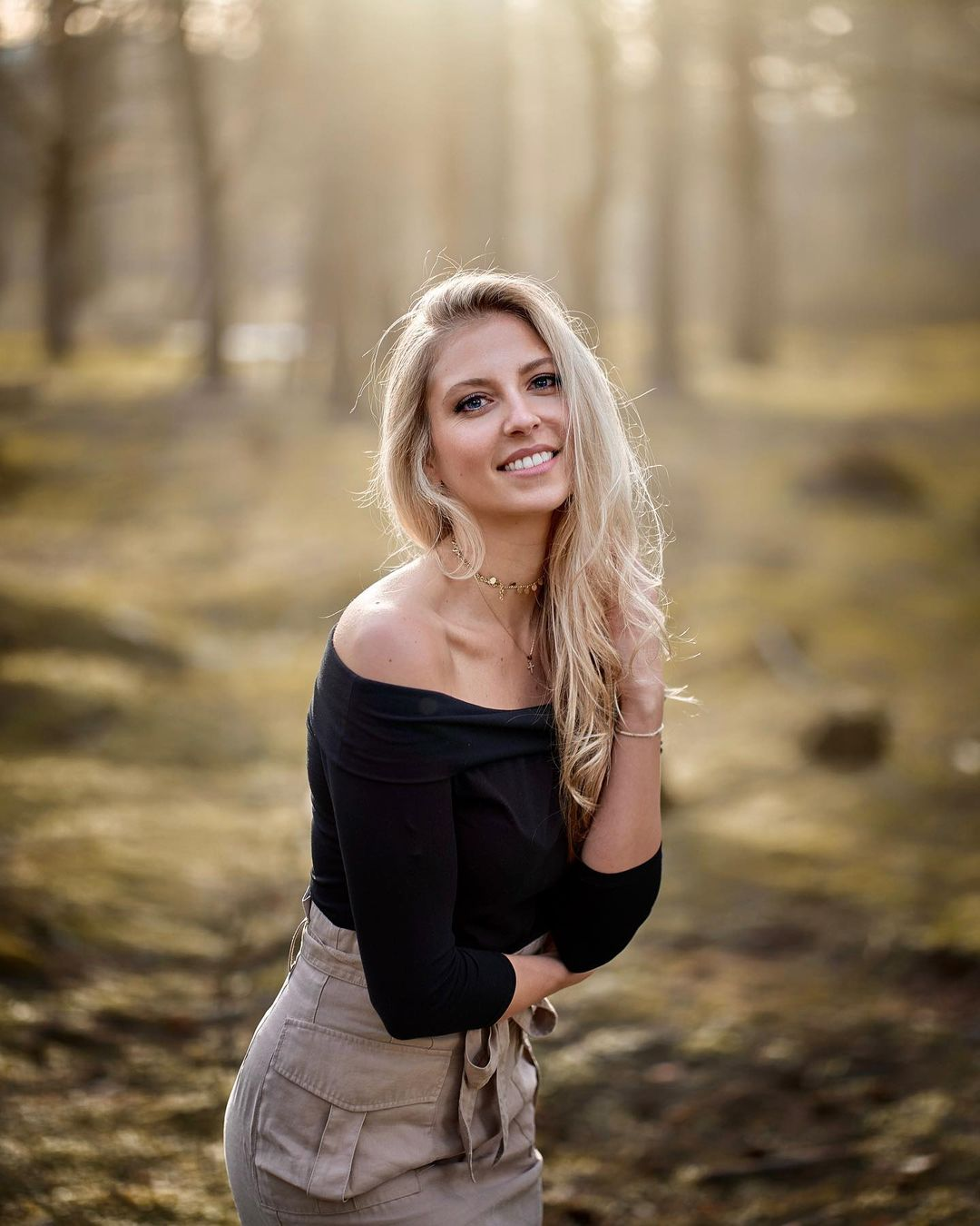 Lea-Manuela-Wallpapers-Insta-Fit-Bio-3