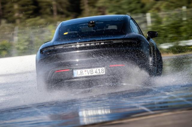 2019 - [Porsche] Taycan [J1] - Page 18 E1-C8819-A-52-B0-437-B-B0-FA-4-CEA4-C6-EB09-A
