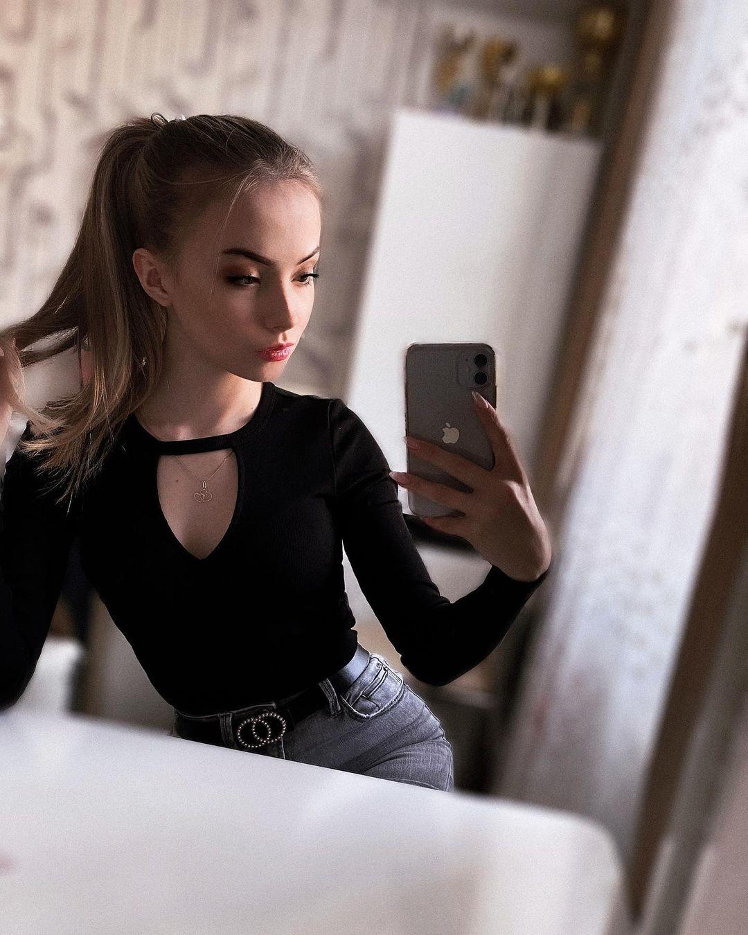 Anastasia-Fefilova-Wallpapers-Insta-Fit-Bio-16