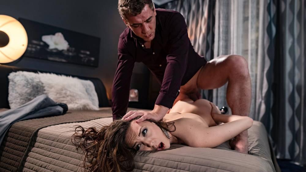 Isabella De Laa, Steve Q – Client Needs Hard Sex With Escort – Sex Working – Deviante