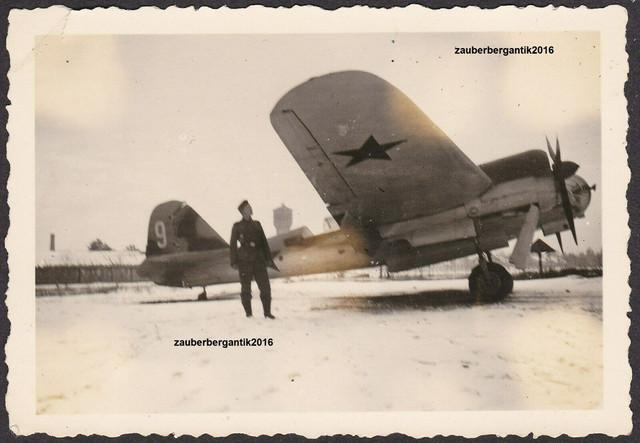 Foto-Wehrmacht-russisches-Beute-Flugzeug-Iljuschin-DB-3-Osten
