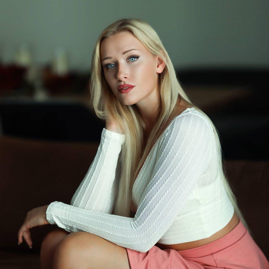 Nicole-Deliah-Wallpapers-Insta-Fit-Bio-5