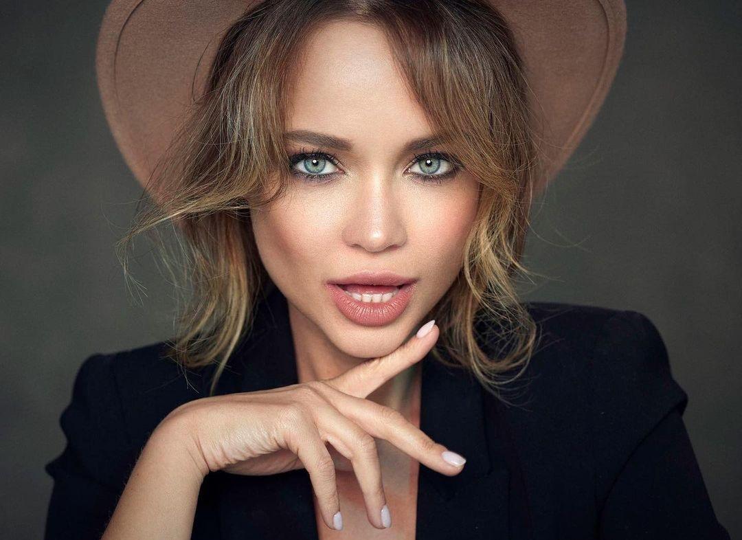 Angelina-Petrova-Wallpapers-Insta-Fit-Bio-15