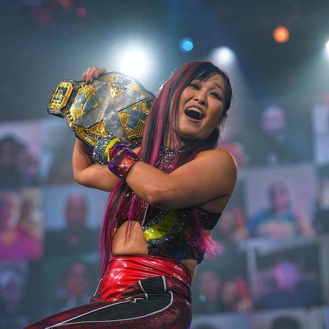 Io Shirai (c) derrotó a Mercedes Martinez y Toni Storm NXT TakeOver Vengeance Day