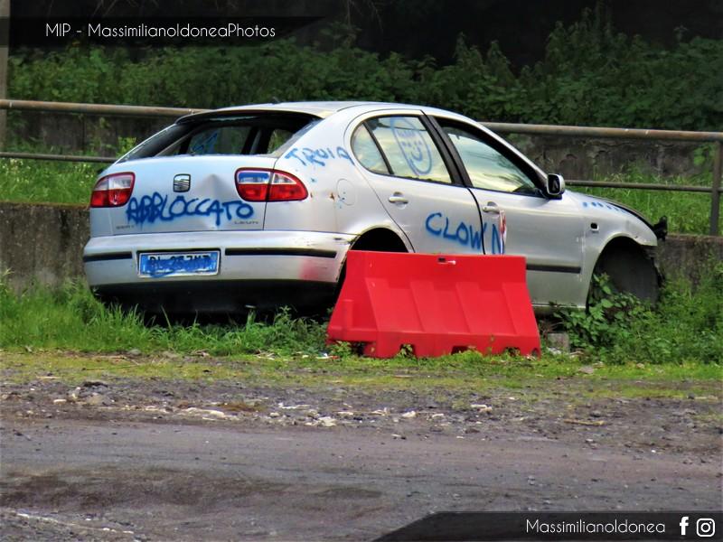 Auto Abbandonate - Pagina 11 Seat-Leon-1-6-101cv-00-BL257-MT-2