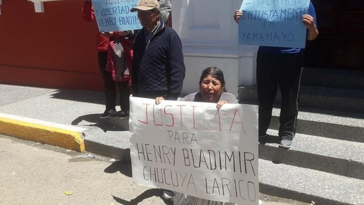 Padres de joven internado en penal de Yanamayo exigen justicia