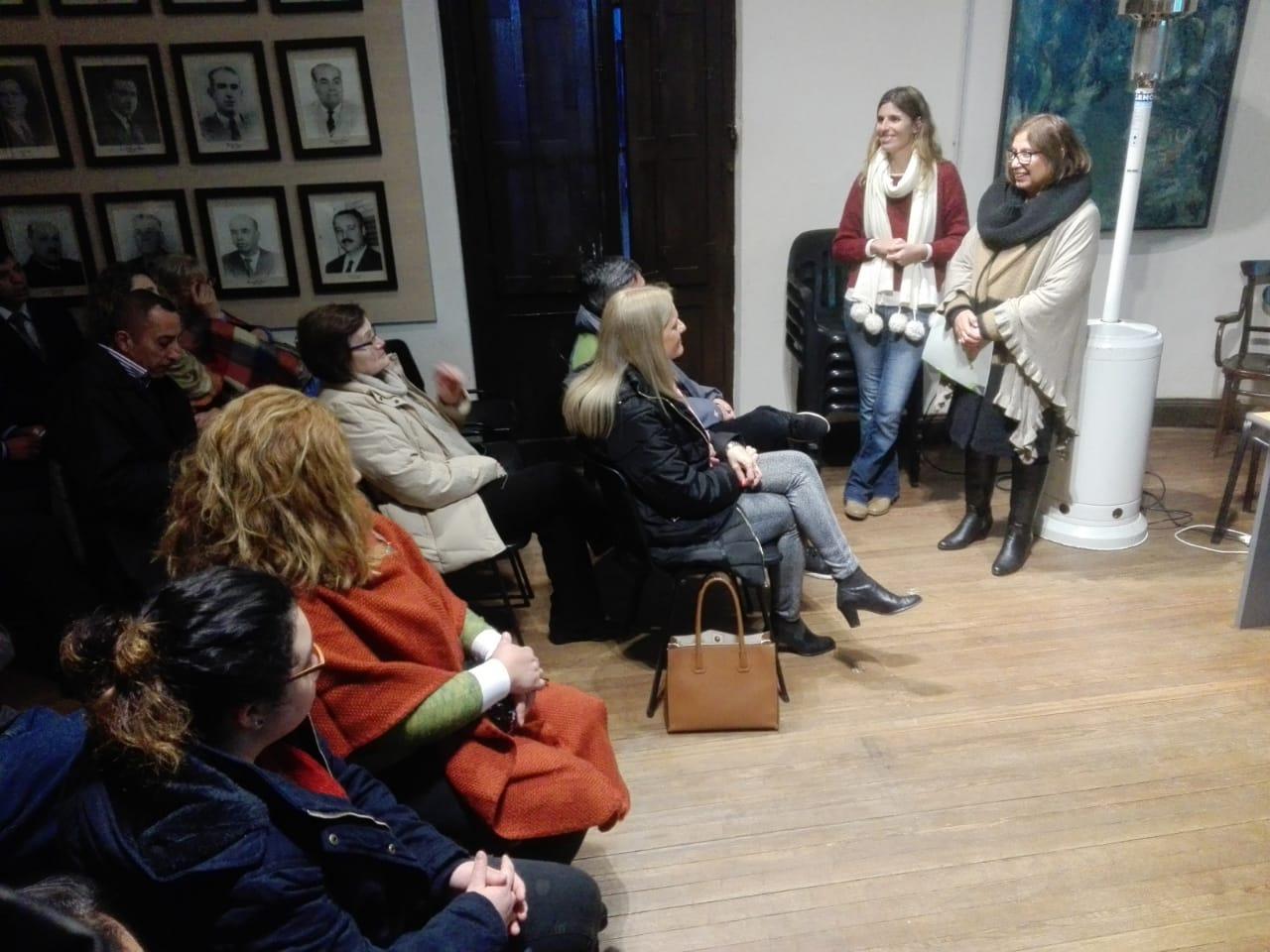 hellen-otero-presentan-trabajo-sobre-mujeres-en-malvinas-1