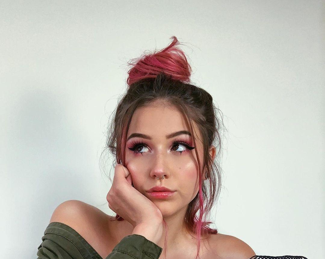 Samantha-Frison-Wallpapers-Insta-Fit-Bio-6