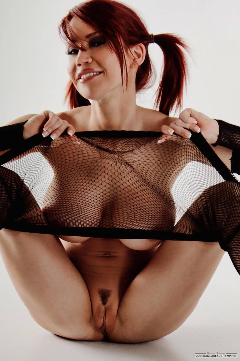 Voyeur-Flash-com-Bianca-Beauchamp-nude-8