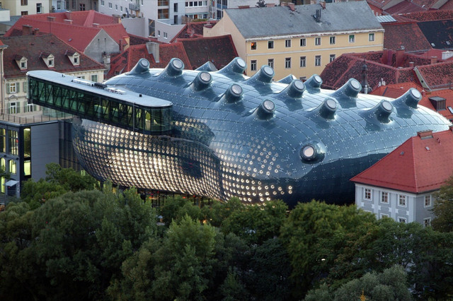 BIX-Communicative-Display-Skin-for-the-Kunsthaus-Graz-2003-Peter-Cook