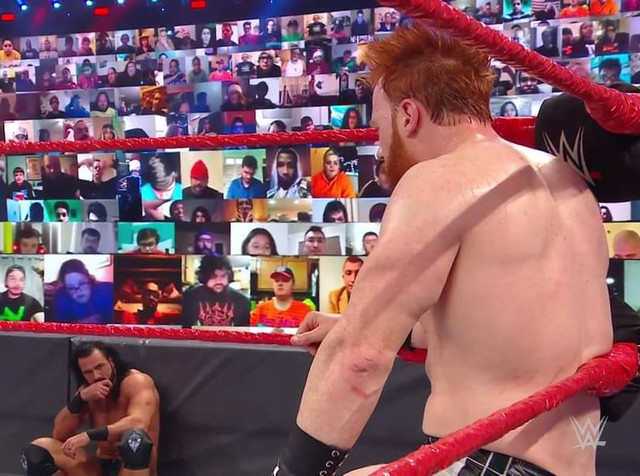 Drew McIntyre recibe un Brogue Kick de Sheamus